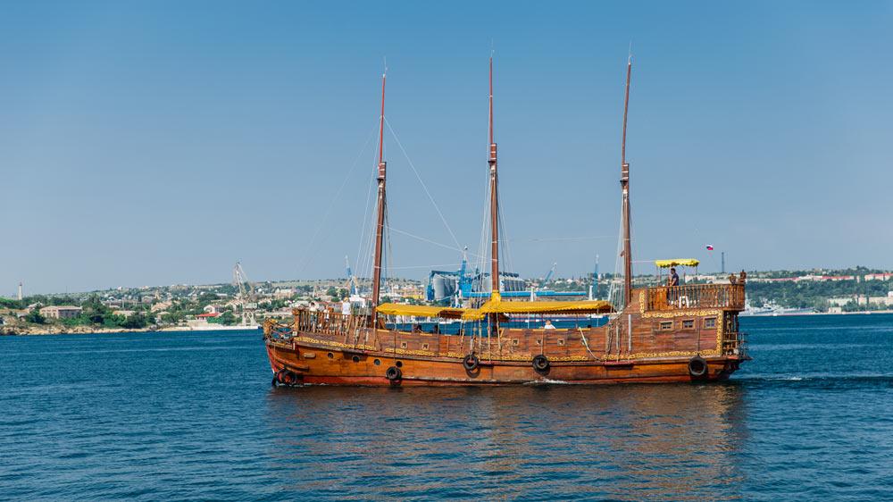 Прогулки по бухтам Севастополя на катере