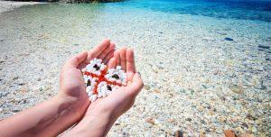 На пляжах Сардинии офицеры охраняют песок от кражи